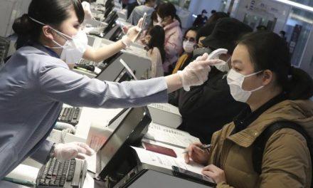 入境全要寫!健康聲明卡新措施上路 引發機場大亂