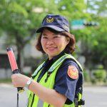 黃敏惠擔任一日交警 路口守護高齡機車族
